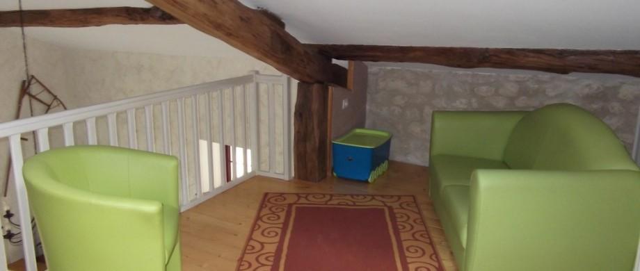 salon dans mezzanine à l'étage du gite des roises
